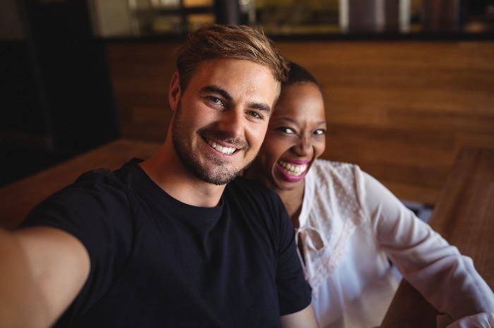 portrait-of-happy-couple-HX7PYNN 2