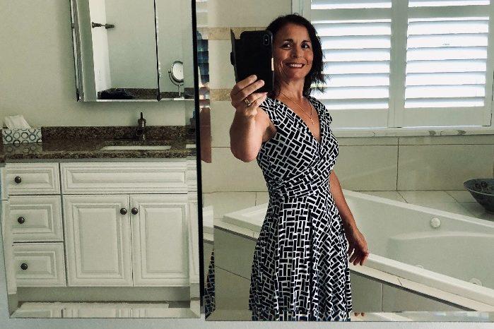love-my-body-taking-selfies-happy-selfie-woman-tak-NLGARGE 2